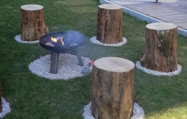 Holzstumpfhocker